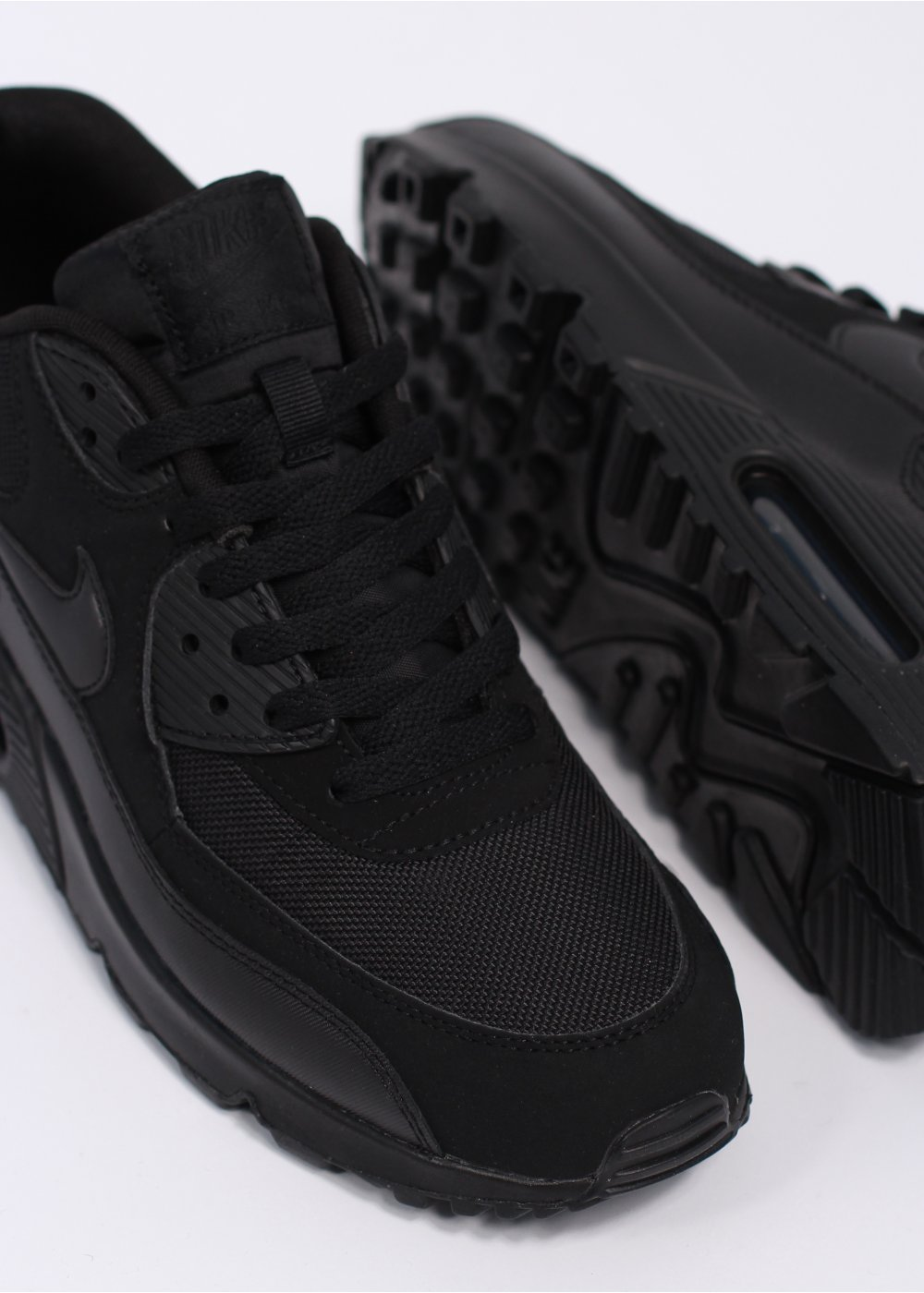nike air max 90 essential trainers