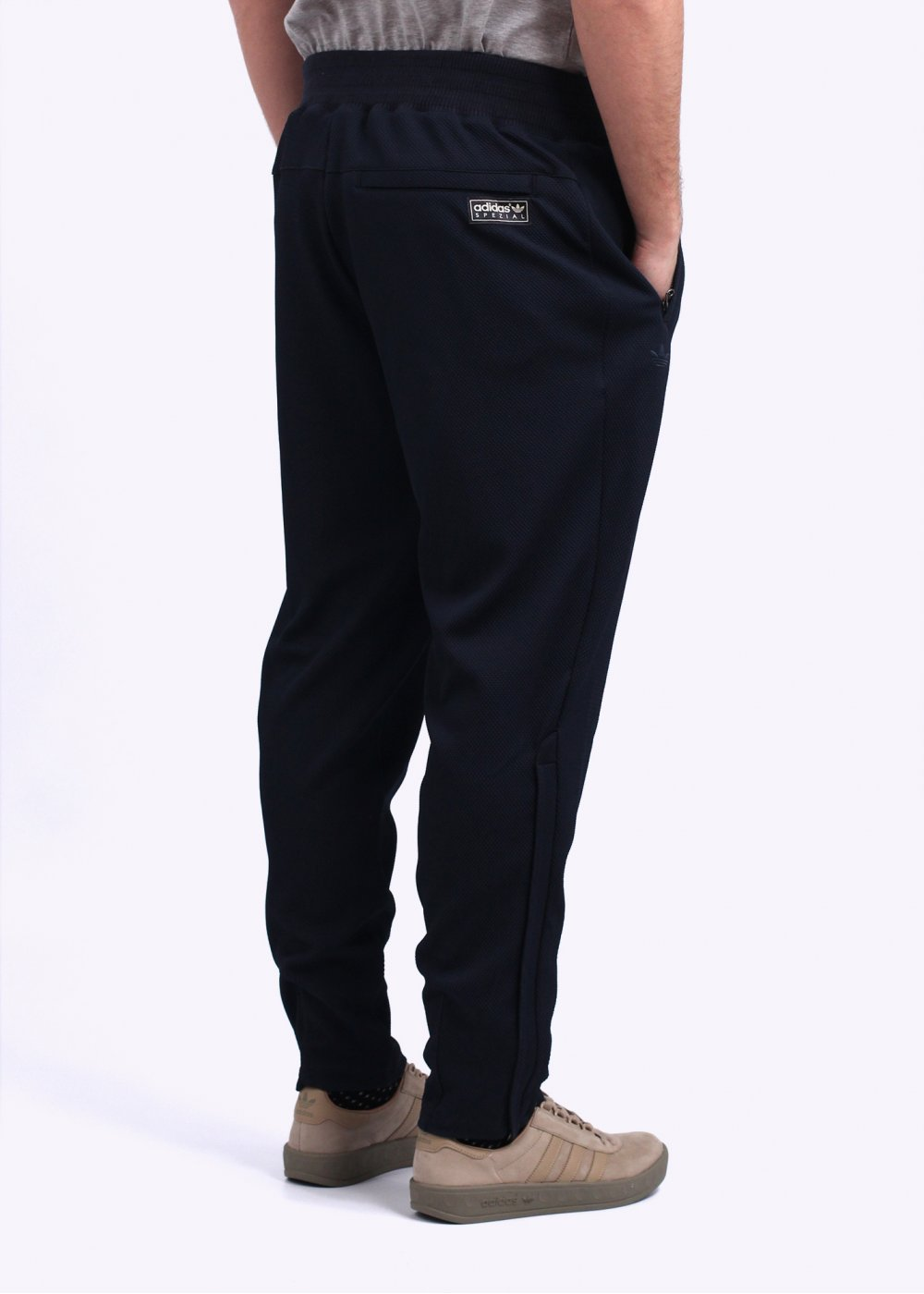 Track Pants Online Meeting the People's Interests. The online show is a big boss show for track pants. Track pants online have emerged in all the types suiting to the purpose you are heading. A day never goes by for today's world without watching the online store collection as they keep on updating. So, they add fashion + comfort = pleasure that you'll experience.