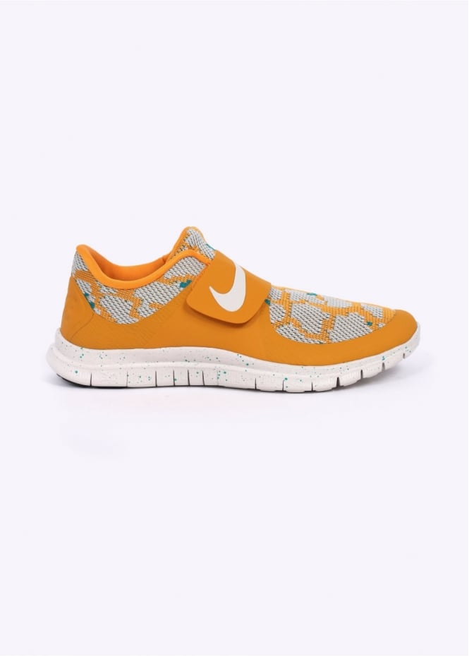 Nike Footwear Free Socfly PA Trainers - Canyon Gold / Light Bone