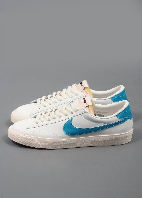 official photos ae59c 874f5 Tennis Classic AC Vintage Trainers White Blue